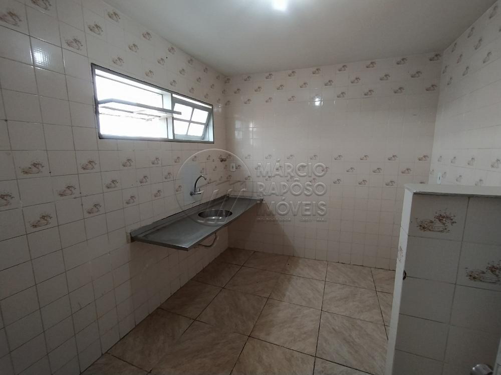 Prédio com apenas 3 apartamentos. Apartamento com 136m², composto de sala de estar e jantar, 04 quartos sendo 02 suítes, cozinha e 01  vaga de garagem. Apartamento bem ventilado.