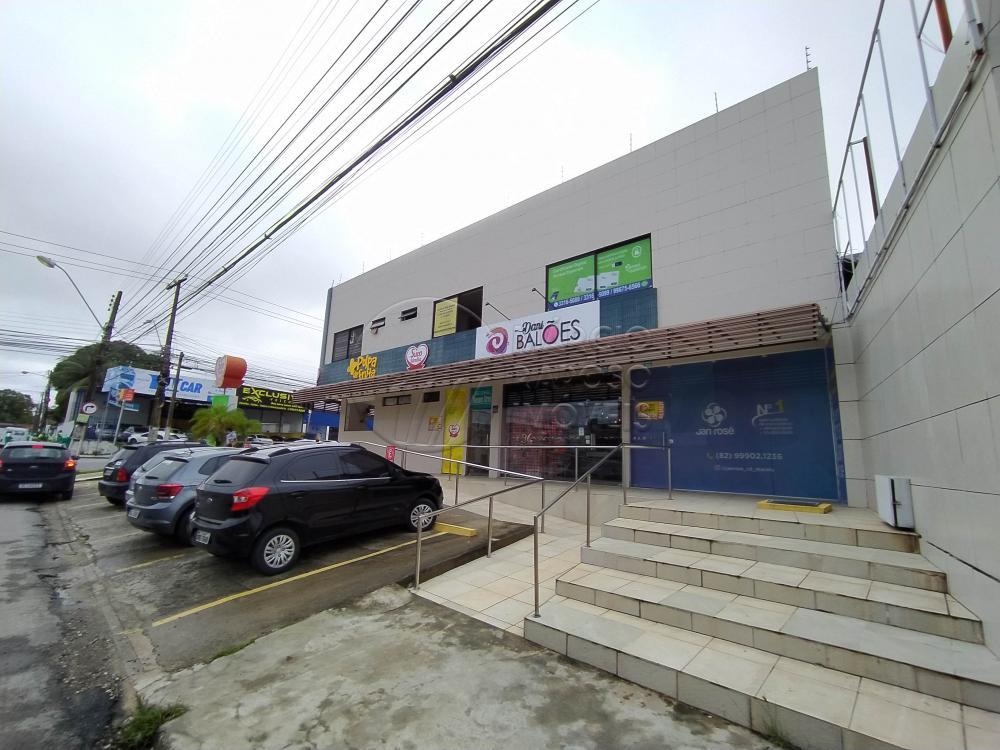 LOJA COM VITRINE COM SALÃO E WC.