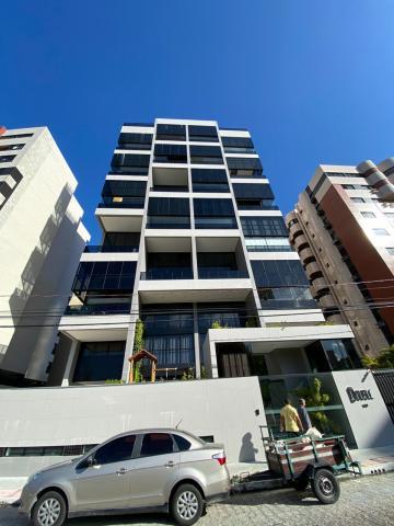EDF. DOUBLE  Amplo apartamento localizado no 5º andar, composto por: sala para dois ambientes (estar e jantar), varanda, 02 quartos (ambos suítes),  WC social, cozinha e dependência completa de empregada.  Diferencial: pé direito duplo com 5,5 metros de altura.