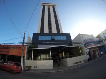 SALA COMERCIAL COM WC, MEDINDO 31,48M², EM PRÉDIO COMERCIAL BEM LOCALIZADO BEM ESTRUTURADO E COM ESTACIONAMENTO.